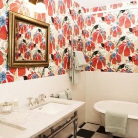 Декоративные рамки на стене с обоями