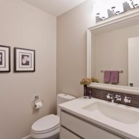 Однотонные стены без кафеля в ванной