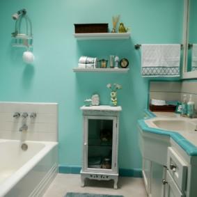 Бирюзовые стены ванной комнаты