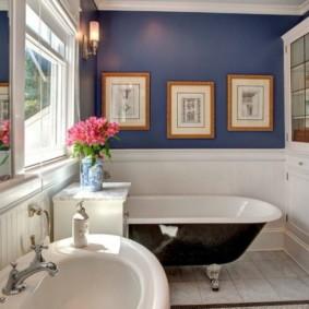 Декор картинами стен ванной