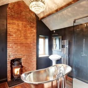 Буржуйка в ванной комнате мансардного этажа