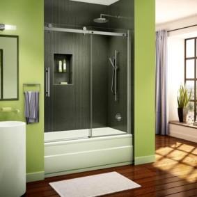 Встроенная ванна с душевой кабиной