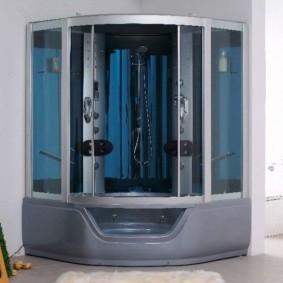 Герметичная душевая кабина с тонированными стеклами