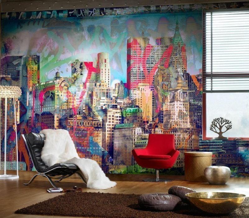 Городской пейзаж на стене гостиной в квартире