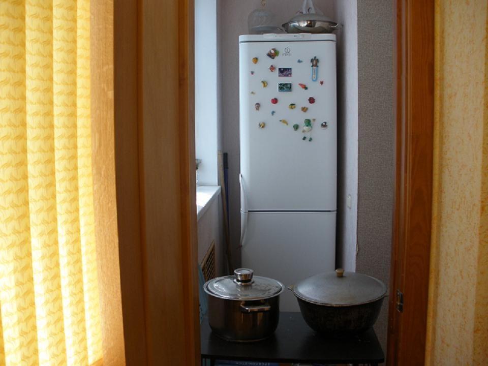 Двухкамерный холодильник на утепленной лоджии