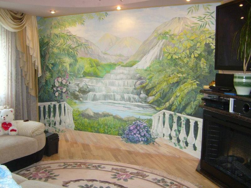 Нарисованный водопад на стене зала в трехкомнатной квартире