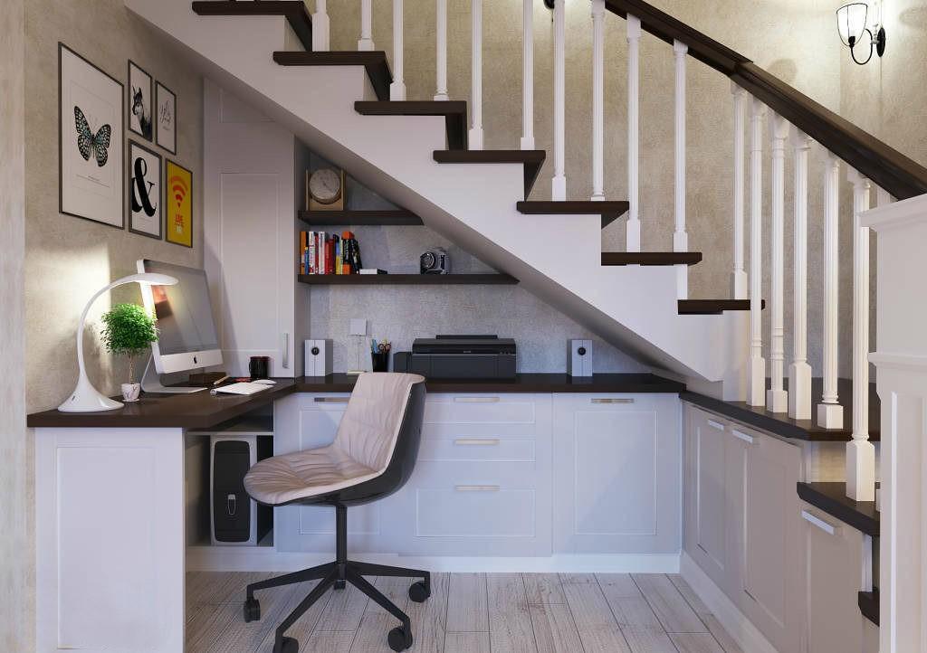 Рабочее место подростка под лестницей