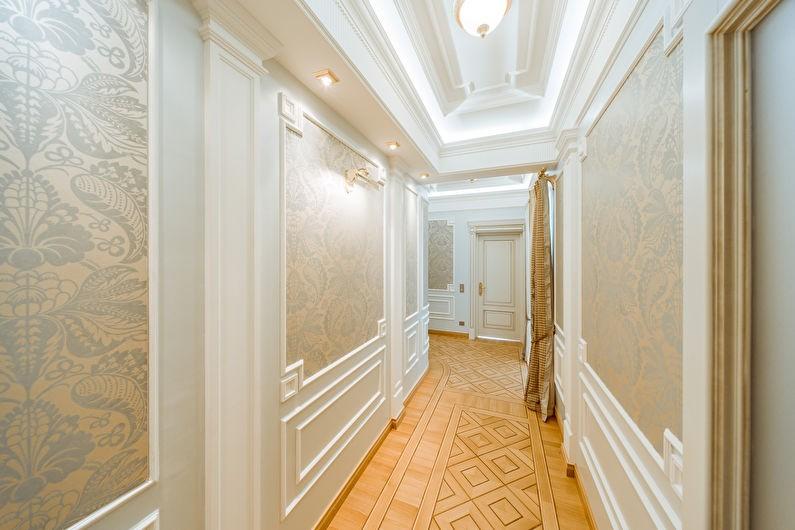 классический коридор с потолком из гипсокартона