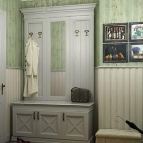 комбинированные обои в коридоре квартиры декор