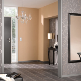 комбинированные обои в коридоре квартиры интерьер