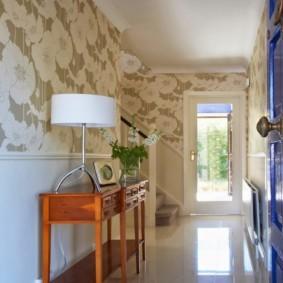 комбинированные обои в коридоре квартиры фото вариантов
