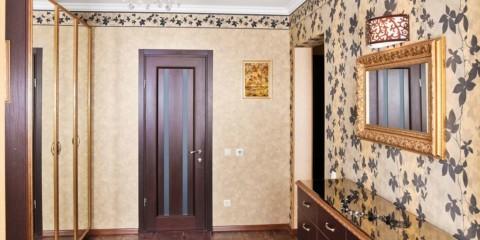 комбинированные обои в коридоре квартиры фото идеи