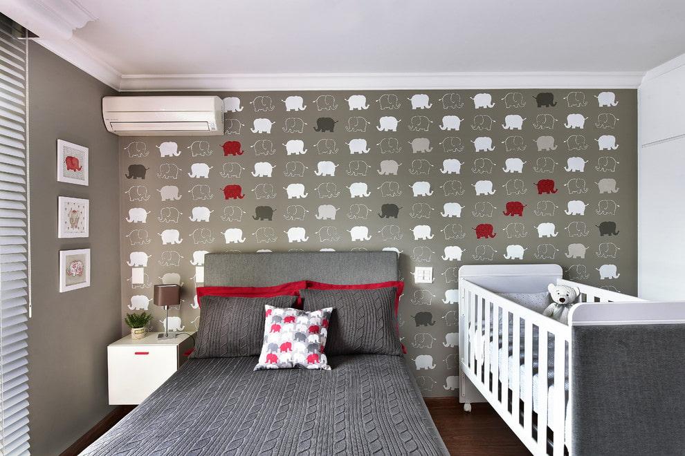 Место для детской кроватки в спальне с кондиционером