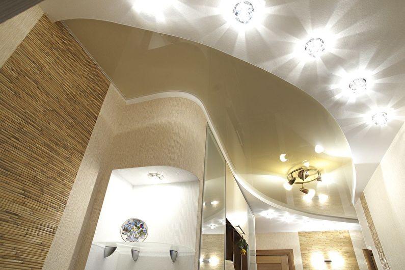 коридор с необычным потолком из гипсокартона