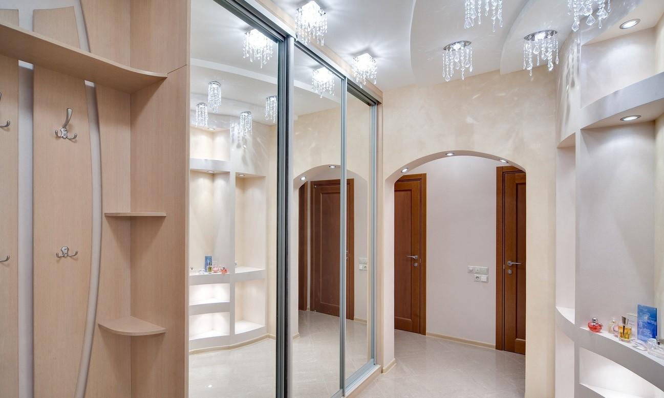 коридор с потолком из гипсокартона светильники