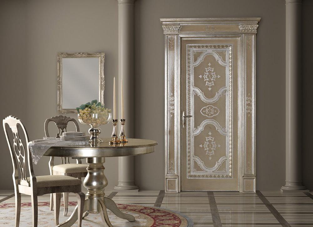 Роскошная дверь для классического интерьера