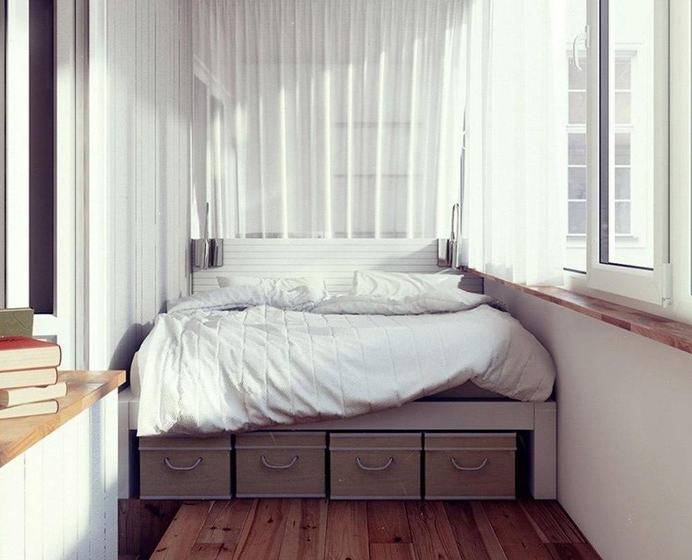 Кровать на утепленной лоджии в двухкомнатной квартире
