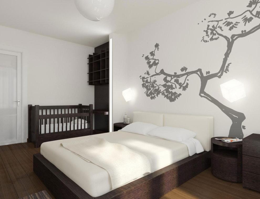 Рисунок дерева на стене спальной комнаты