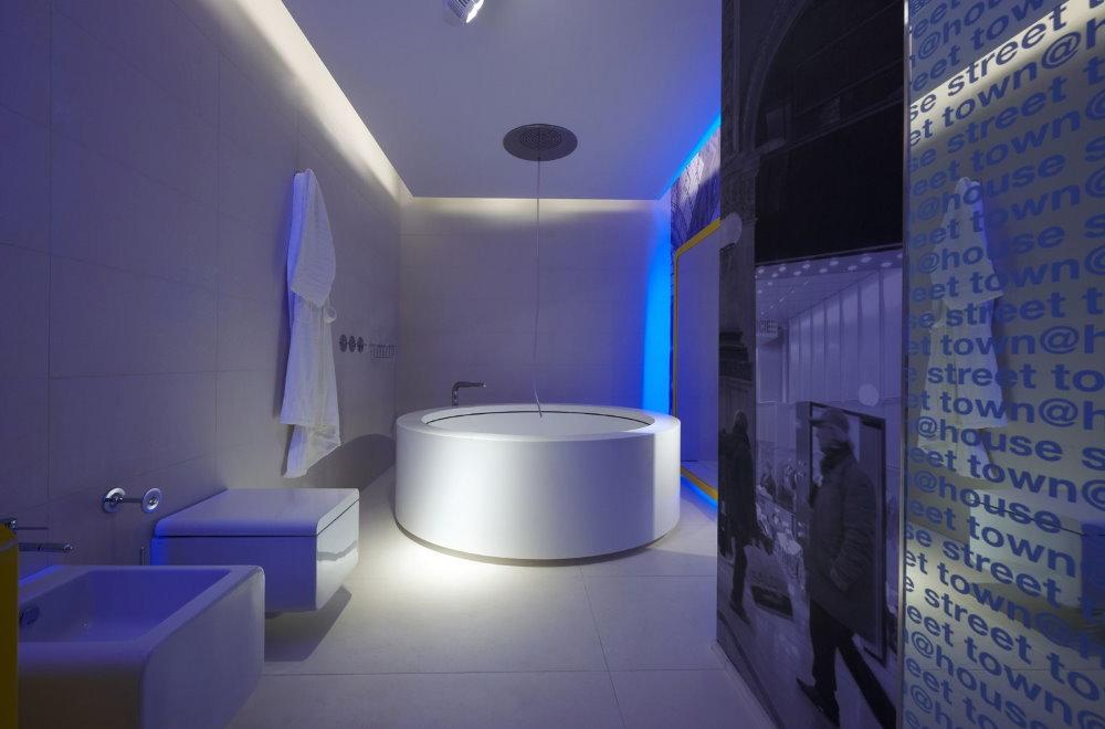 Освещение ванной в стиле хай-тек