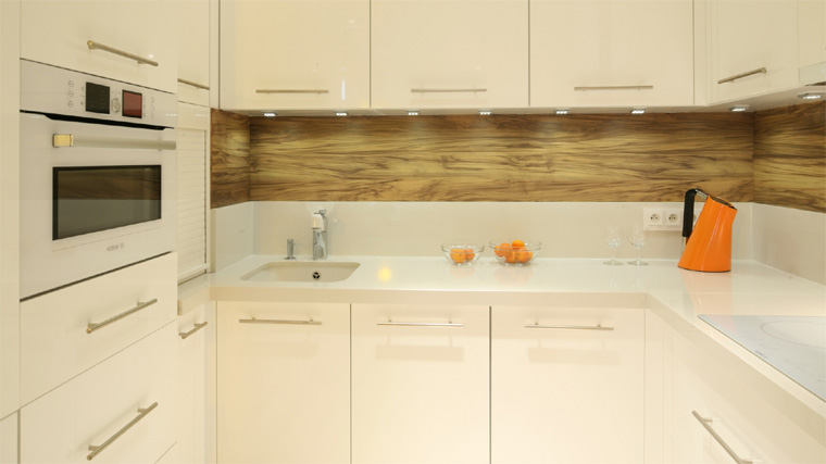 кухня без окон фото интерьера