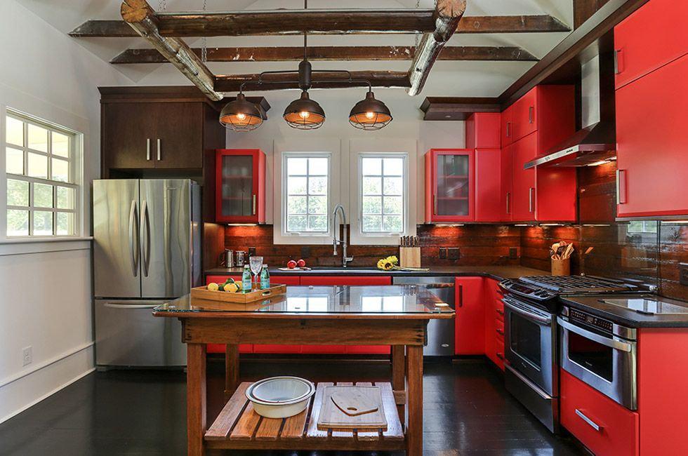 кухня с темным полом декор