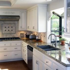 кухня с мойкой у окна дизайн идеи