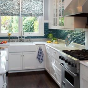 кухня с мойкой у окна идеи дизайн