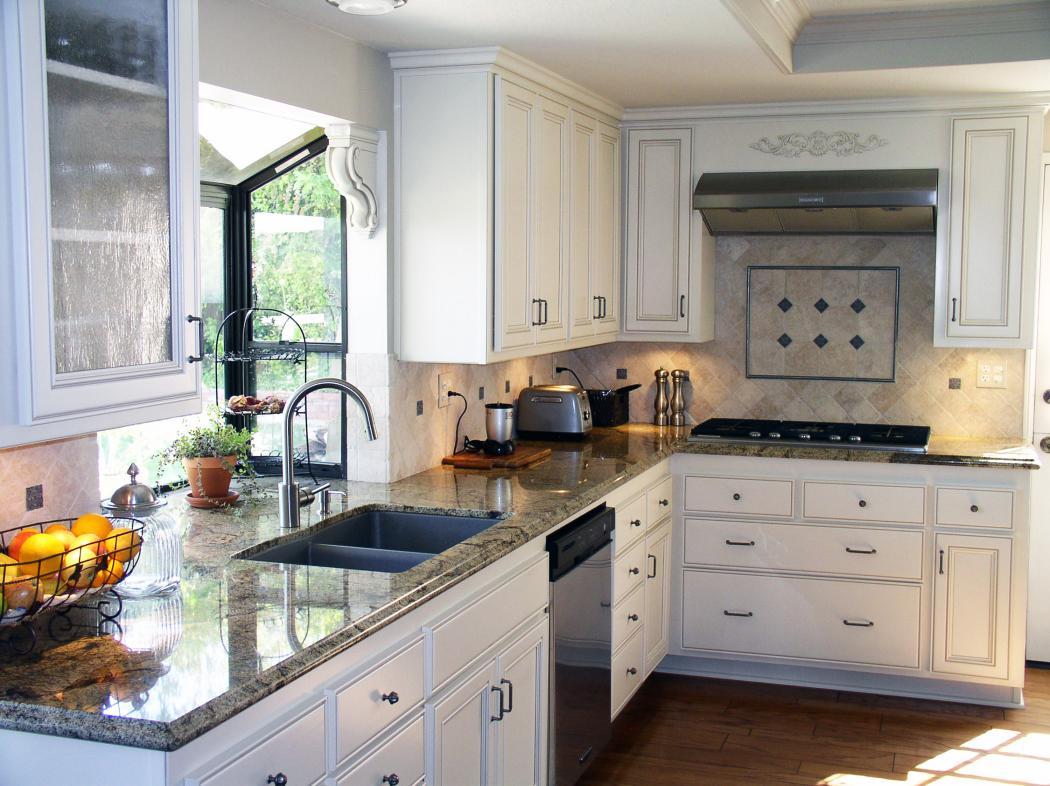 Как красиво украсить кухню своими руками фото стоит подыскать