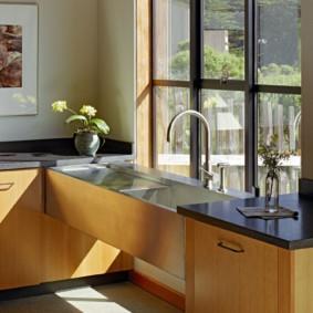 кухня с мойкой у окна идеи дизайна