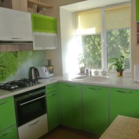кухня с мойкой у окна идеи декор