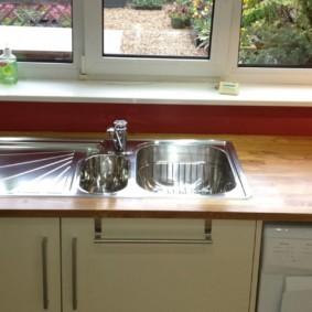 кухня с мойкой у окна идеи декора