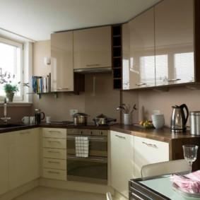 кухня с мойкой у окна фото интерьер