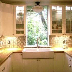 кухня с мойкой у окна идеи интерьер