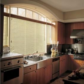 кухня с мойкой у окна идеи интерьера