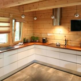кухня с мойкой у окна оформление фото