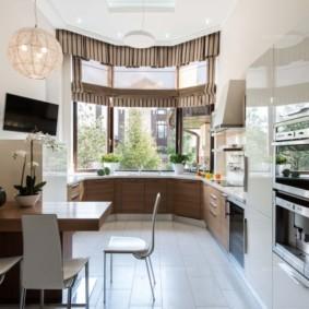 кухня с мойкой у окна оформление идеи