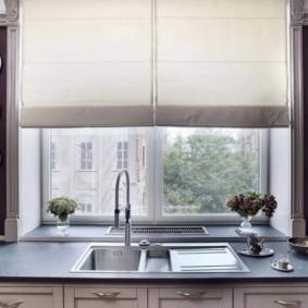 кухня с мойкой у окна виды декора