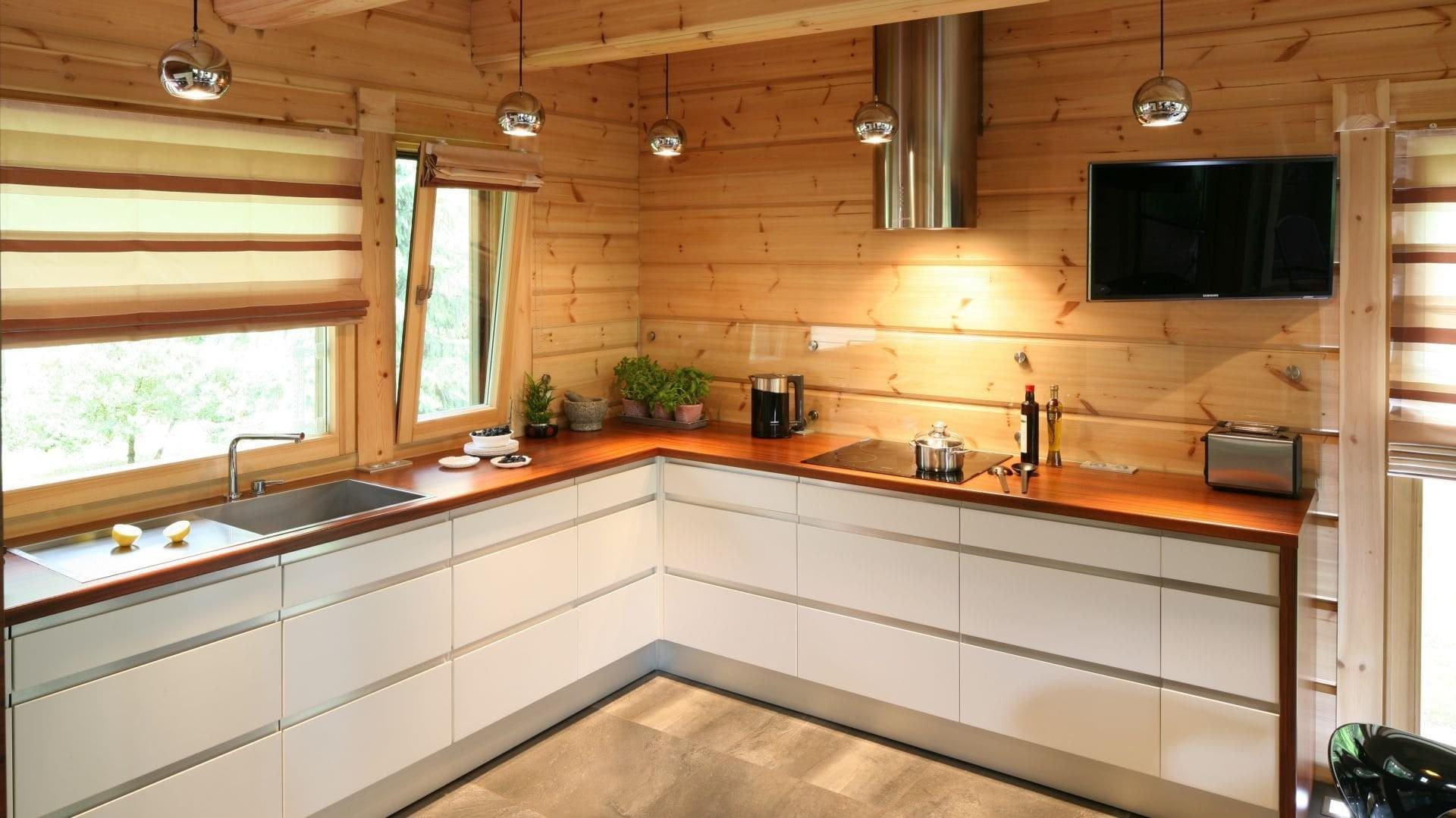 кухня с мойкой у окна фото дизайн