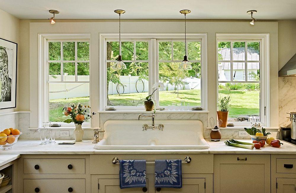 кухня с мойкой у окна интерьер фото