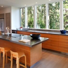 кухня с окном в рабочей зоне фото идеи