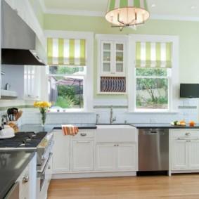 кухня с окном в рабочей зоне дизайн идеи