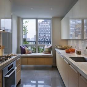 кухня с окном в рабочей зоне идеи дизайн