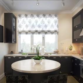 кухня с окном в рабочей зоне фото декора