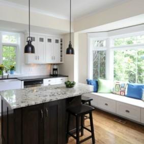 кухня с окном в рабочей зоне интерьер идеи