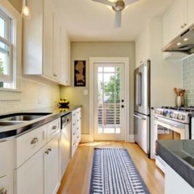 кухня с окном в рабочей зоне идеи оформления