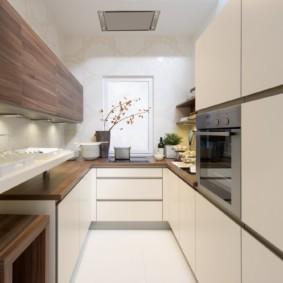 кухня с окном в рабочей зоне варианты