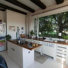 кухня с окном в рабочей зоне фото вариантов
