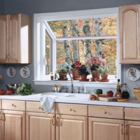 кухня с окном в рабочей зоне варианты идеи
