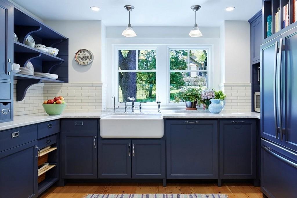 кухня с окном в рабочей зоне дизайн