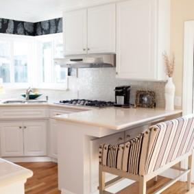 кухня с окном в рабочей зоне идеи
